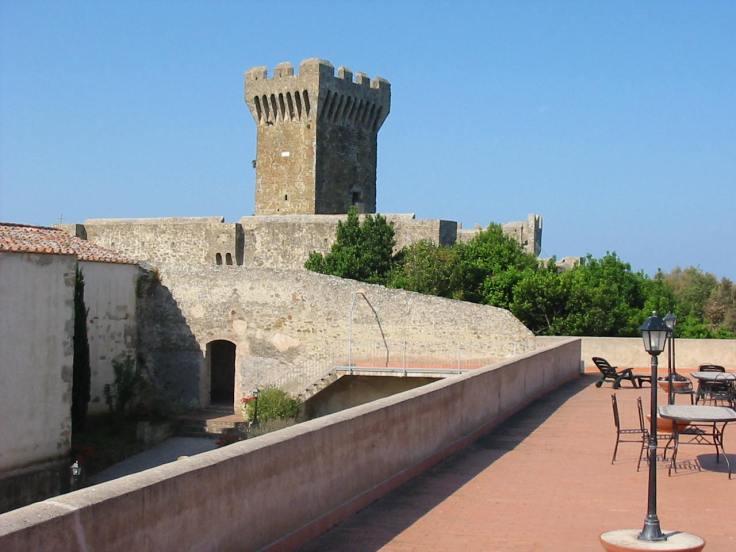 ADSI.Livorno_Castello di Populonia.JPG
